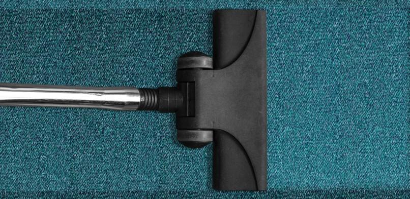 Grundreinigung von PVC, Lino, Stein-und Teppichböden